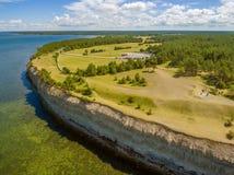 Saarema海岛,爱沙尼亚:大切刀或Mustjala峭壁 免版税图库摄影