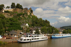 Saarland flod nära Saarburg, Tyskland Royaltyfri Foto