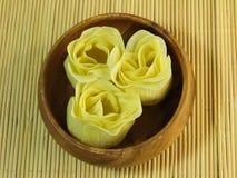 Sabão de papel orgânico na tabela de bambu Foto de Stock Royalty Free