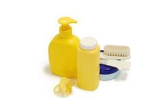 Sabão do bebê, talco, creme e outros acessórios do banheiro Imagens de Stock Royalty Free