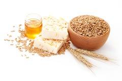 Sabão do trigo e do mel fotos de stock