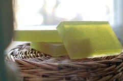 Sabão em uma cesta de vime Foto de Stock Royalty Free