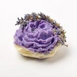 Sabão feito a mão como rosas, flores, aromaterapia, termas imagens de stock