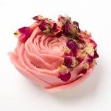 Sabão feito a mão como rosas, flores, aromaterapia, termas imagens de stock royalty free