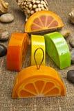 Sabão feito a mão sob a forma de uma laranja Foto de Stock Royalty Free