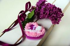 Sabão Handmade Na forma de um coração com um anjo imagens de stock royalty free