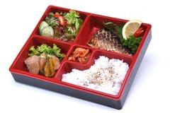 Saba Bento set, lunchu Piec na grillu Saba ryba odizolowywająca na whit pudełko Zdjęcia Stock