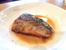 Saba fisk med sås Arkivbild
