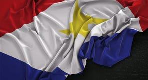 Saba Flag Wrinkled On Dark-3D de Achtergrond geeft terug Stock Foto