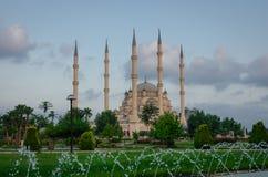 Sabanci-Moschee und der Park Stockfotos