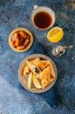 Sabanekh Fatayer - традиционные арабские пироги руки треугольника шпината Стоковые Изображения