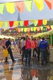 Sabantui beröm i Moskva Folket passerar souvenir shoppar Royaltyfria Foton