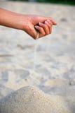 Sabbia & mano Fotografia Stock Libera da Diritti