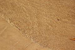 Sabbia della spiaggia ed acqua di mare Immagine Stock