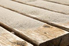 Sabbia delle dune su una pavimentazione di legno Sputo di Curonian del parco nazionale Immagini Stock Libere da Diritti