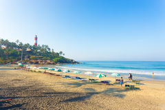 Sabbia di lungomare degli ombrelli delle sedie di spiaggia di Kovalam Immagine Stock Libera da Diritti