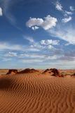 Sabbia e cielo rossi Fotografia Stock Libera da Diritti
