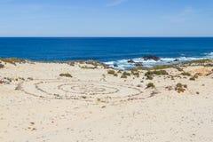 Sabbia e pietre nella spiaggia in Almograve Fotografia Stock
