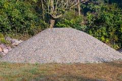 Sabbia e scarico di pietra schiacciato, per il constrcution fotografie stock libere da diritti