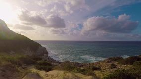 Sabbia ed oceano stock footage
