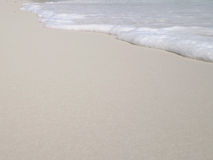 Sabbia ed onda bianche Fotografia Stock Libera da Diritti
