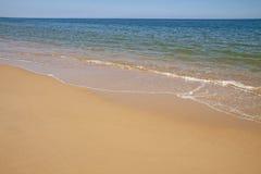 Sabbia ed onde Immagini Stock Libere da Diritti