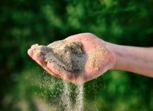 Sabbia nella mano Fotografie Stock