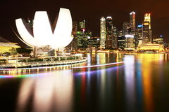 sabbie della baia del porticciolo e cbd di Singapore alla notte Fotografia Stock Libera da Diritti