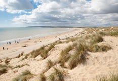 Sabbie della curvatura, curvatura: dune e la spiaggia Fotografie Stock Libere da Diritti