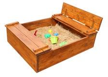 Sabbiera di legno dei children's con i giocattoli Isolato su priorità bassa bianca fotografia stock
