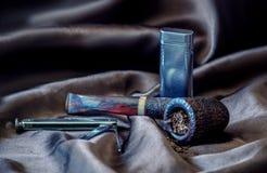 sabbii il tubo piegato caricato con tabacco Immagini Stock