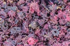 Sabdariffa sec de Roselle Hibiscus à vendre sur le marché local Il est des espèces des ketmies pour lesquelles indigène vers l'Af Photos stock