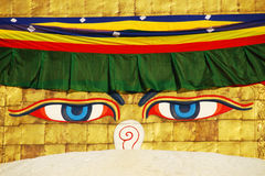 A sabedoria de Buddha eyes no stupa de Bodhnath em Kathmandu Foto de Stock