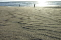 Sable à la plage avec des personnes Photo libre de droits