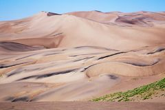 Sable d'or lisse au grand parc national de dunes de sable et pré images stock
