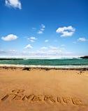 Sable de plage avec le mot écrit Ténérife Photographie stock libre de droits