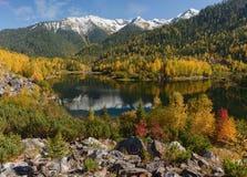 Sable de Sobolinoye de lac Photos stock