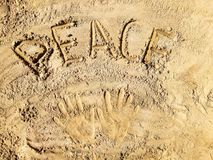 Sable-lettrage original dans la plage Photo stock