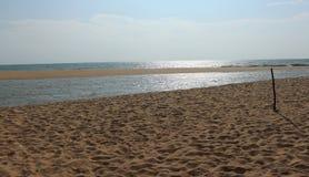 Sable sur des destinations de visite de vacances de plage photos libres de droits