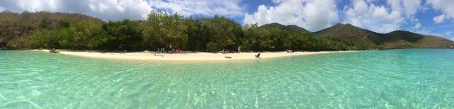 Sable tropical de blanc de mer de turquoise de panorama de plage Photographie stock libre de droits