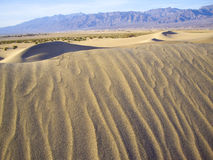 Sables changeants dans Death Valley Photographie stock
