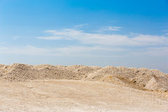 Sables de désert et ciel bleu Images stock