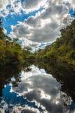 Sablier avec l'eau, des arbres et des nuages Photographie stock libre de droits