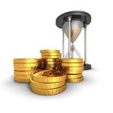 Sablier avec les pièces de monnaie d'or du dollar Le temps, c'est de l'argent concept Images libres de droits