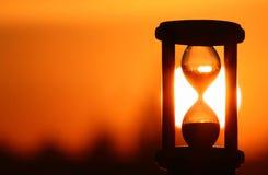 Sablier dans le coucher du soleil Photographie stock