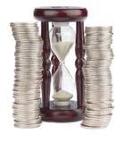 Sablier et euro pièces de monnaie Photos stock
