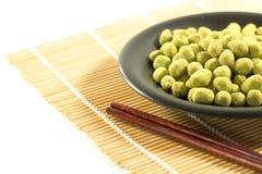 Sabor revestido do wasabi dos amendoins Fotografia de Stock Royalty Free