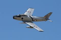 Sabre F-86 que faz a passagem lenta Foto de Stock