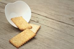 Sabroso de galletas en una tabla de madera Foto de archivo libre de regalías
