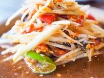 Sabroso marrón anaranjado de la papaya de la ensalada del menú del tomate de la nuez tradicional picante tailandesa de la cal Fotografía de archivo libre de regalías